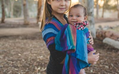 Babywearing siblings